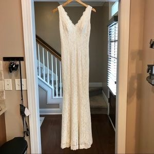 Davids Bridal DB Studio Size 4 Lace Wedding Dress